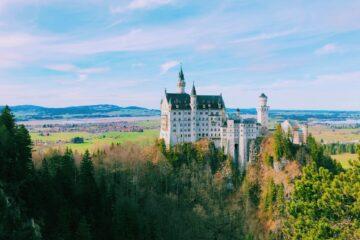 Visitarlos castillos más hermosos de Europaes como sumergirse en nuestra historia. Descubrirla historia de reyes, de alianzas y venganzas