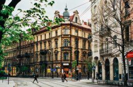 Desde museos imperdibles, cocina tradicional y lugares locales de moda, descubrasqué hacer unaescapada de fin de semana a Cracoviaseráun destino único.