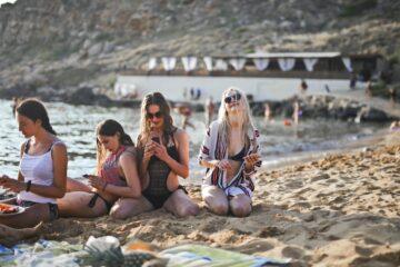 artículos esenciales para viaje de playa